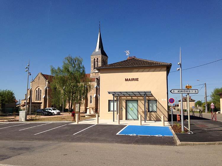 Mairie et église d'Ozan